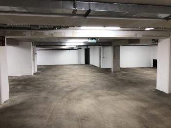 french connect annonce de membre places de parking louer rue van eyck. Black Bedroom Furniture Sets. Home Design Ideas