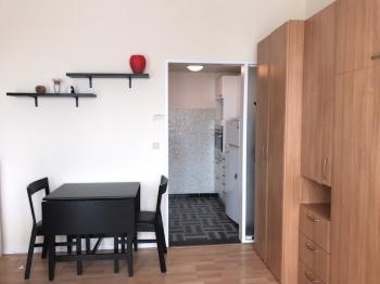 Studio de 40m² totalement aménagé à louer à Flagey/étangs d'Ixelles (proche du quartier européen)